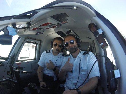 PILOT: Eirik Osvoll (27) frå Førde (til høgre) visste tidleg at han skulle bli pilot. Her avbilda i sin førre jobb i Swiss Flight Services SA, saman med Ahmad Safwan.