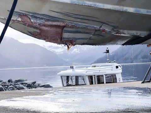 UKJENT ÅRSAK: Kva som er årsaka til uhellet er førebels ikkje kjend, men politiet trur båtførar har vore uoppmerksam.