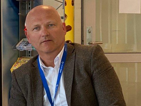 – Ein uverkeleg situasjon, seier Arve Varden, administrerande direktør i Helse Førde. Han ser fram til at dei no kan opne opp att for meir aktivitet ved sjukehusa.