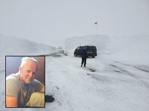 FIRE METER: Brøytekantane på Gaularfjellet er fire meter høge. Det er meir enn det har vore på fleire år, fortel Sigrud Årskaug.