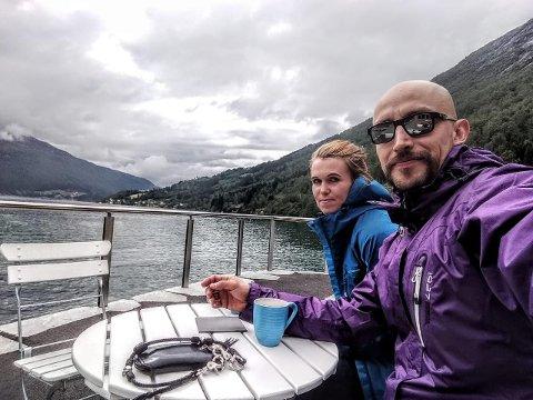 KORONAFAST: Oswaldo Toledano skulle etter planen flytte til Norge og Skei i april, men er no koronafast i heimlandet Mexico. No veit ikkje forloveden Hanne Raad Larsen når ho får sjå han igjen.