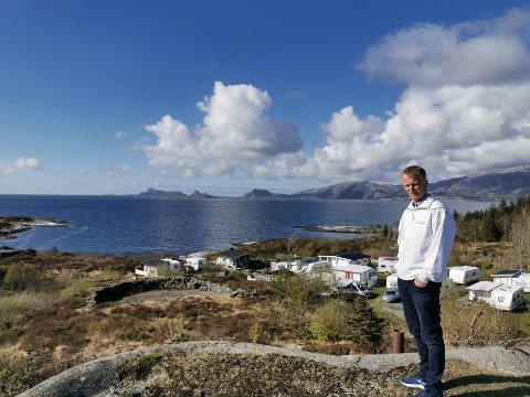 LAMMETUN: Frode Haugen på eigedommen sin på Lammetun i Fjaler kommune. Her har han jobba i ti år med ein ny reguleringsplan for området.