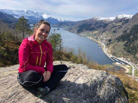 DIGG: – Det er veldig digg å bu her i Sogn og Fjordane no. Vi flytta frå Bergen til Naustdal for tre år sidan, og har ikkje angra ein dag. Ikkje bergensaren eg bur saman med heller, seier Marie Tefre Birkeland.