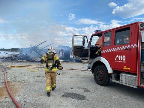 TOTALSKADD: Gamlebua på kaia i Stavang er totalskadd i brann.