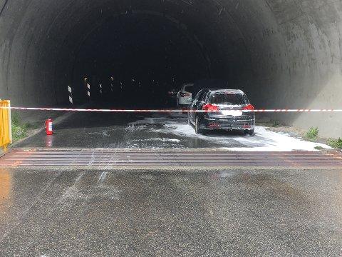 KJEDEKOLLISJON: Tre bilar med tre danske familiar var involvert i ulykka.