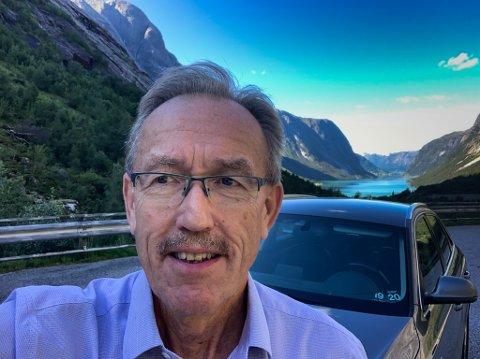 PÅ VEG TIL KUNDEMØTE: Kjetil Bjørset gir seg som direktør for bedriftsmarknanden. Då Firda snakka med han var han på veg til Sogn.
