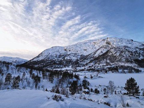 LETT Å BLI LURT: Nysnø i fjella gjer at du lett kan bli lurt, då fareteikna for snøskred er vansklegare å få auge på. – Det er færre stader dette gjeld, men nokre stader kan det vere vanskeleg å sjå, seier Andreas Haslestad ved snøskredvarslinga.