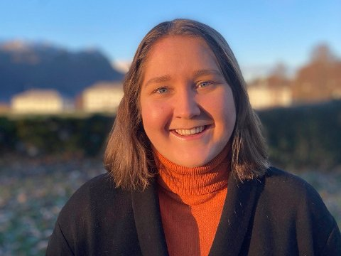 PÅ STORTINGET: 23-åringen frå Sandane jobbar som politisk praktikant i Oslo fram mot stortingsvalet.