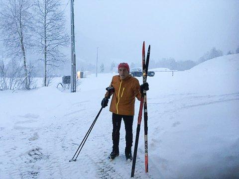 ELDSJEL: 81 år gamle Martin Sande har alltid vore aktiv i skimiljøet kring Langeland skisenter. Trass i alderen, stiller han gjerne opp som nattevakt når senteret treng det.