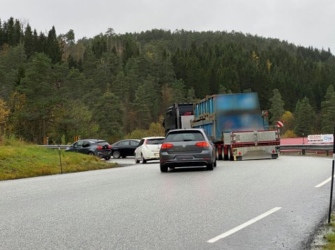KOLLISJON: Ein personbil og ein trailer har kollidert på E39, på veg opp mot Langeland.