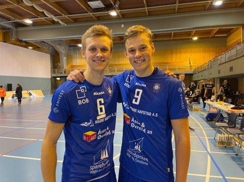 BLIDE: Oskar Raftevold og Edvard Rørtveit Adolfsen var rimeleg fornøgde etter å ha innfridd i serieopninga med 3-0 mot Randaberg.