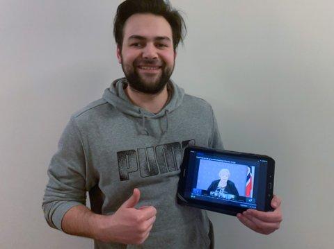 PÅ TOPPMØTE MED ERNA: Jøran Sebastian Gulbrandsen (25) var med på toppmøte med statsministeren, digitaliseringsministeren og ei rekke direktørar. Sjølv stod han på møtelista som 5G- faren i Flokenes. Han har møtet i opptak, og smilte godt då han såg på det i etterkant.