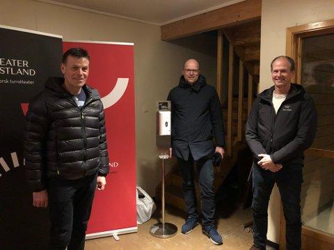 ETTERPÅ: Frå venstre: Vidar Aase (58), Svein Øverland (51) og Vidar Kvalvågnes (55), alle frå Naustdal.