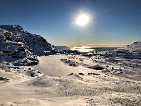 KALD VINTER TIL NO: Det har vore eventyrleg vintervêr no på nyåret. Dett bildet syner toppen over Keipevatnet klokka 15.00 laurdag. Her ser vi Terdalskeipen framme til venstre. Bak i havet ser vi Alden og Askrova.