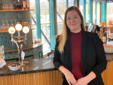 TILSETT: Rebecca Ullebø er tilsett som ny dagleg leiar ved Pikant mat- og vinhus i Førde.