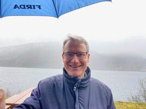 NØGD: Ordførar Olve Grotle (H) seier at regjeringa vil løyve pengar til tunnel mellom Naustdal og  Førde.