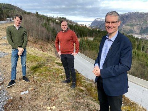 SOGN OG FJORDANE-TROIKAEN: No kan Tore Storeuahg (Krf), Alfred Bjørlo (V) og Olve Grotle (H) kunngjere at også Strynefjellstunnelen er inne på Nasjonal Transportplan.