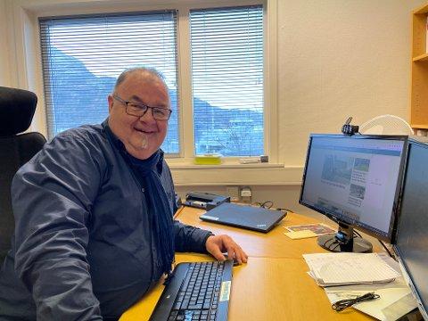 NYE EVENTYR: 62 år gamle Erling Wåge skal slutte som redaktør i Fjordenes Tidende, men noko vanleg pensjonlistliv blir det ikkje. Han har allereie begynt å tenke ut kva han skal finne på. Sjømann eller lastebilsjåfør, kanskje?