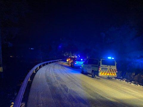 ULYKKESSTADEN: Vegen er stengt inntil vidare.