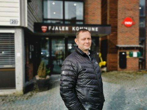 LANG TID: Kjetil Høgseth Felde, ordførar i Fjaler seier det er ei utfordring med husvære til folk i kommunen.