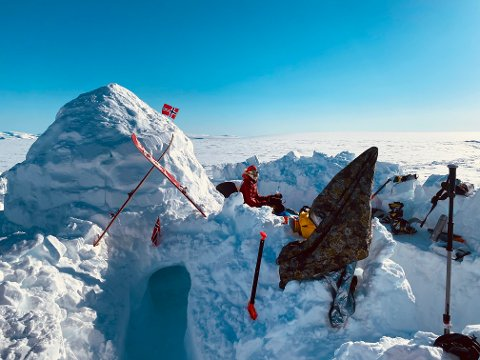KLAR FOR BRUK: Igloen står framleis på toppen av Grovabreen, og om ein er inspirert til å ta turen, vil han halde eit par dagar til, seier Fjellstad