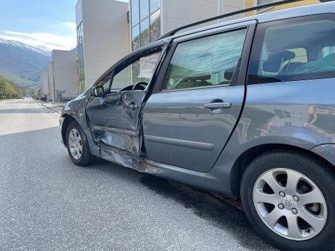 SOLID SMELL: Føraren av den eine bilen vart teken med til legevakt for sjekk.