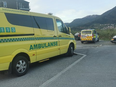 LEITA: Både politi og ambulanse rykte ut. Klokka 21 var dei ved Hafstadparken, utan at dei fann nokon paraglider.