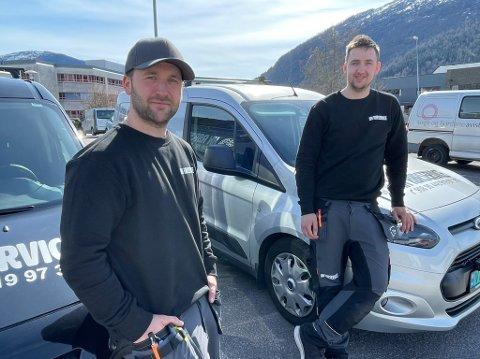 STIFTA AKSJESELSKAP: Rørleggarane Roy Andre Ness (til venstre, 30) og Henrik Klævold Heggenes (24) starta opp for seg sjølv.