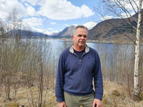 FEKK MEDHALD Nils Einar Kjøsnes vil bygge kårhus på garden på Kjøsnes i Jølster. Etter fleire avslag har han no fått medhald av formannskapet i Sunnfjord. Det står likevel att å få ei endeleg godkjenning frå statsforvaltaren.