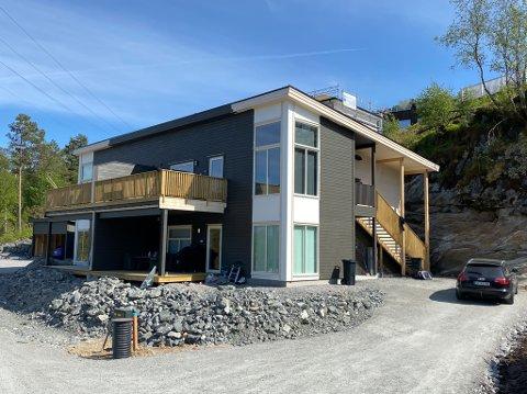 SELD: Her i Øvre Grimsethmarka i Naustdal har Stian Grimseth selt fire leilegheiter: Éi for 2.390.000, éi for 2.610.000, éi for 2.670.000 og éi for 2.390.000 kroner.