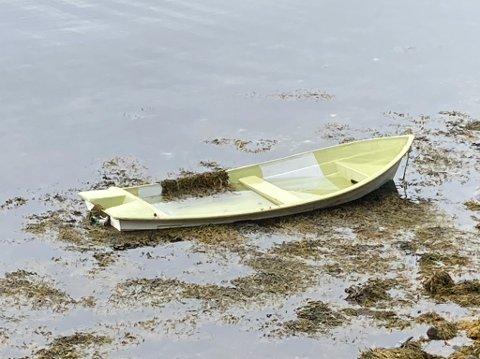 FUNNEN: Etter tre veker vart eigarane av denne båten funnen.