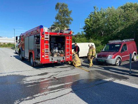 KORT VEG: Gata der røykutviklinga skjedde ligg berre nokre få hundre meter unna brannstasjonen.