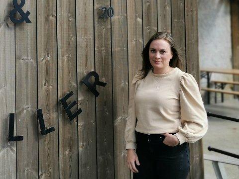 OPTIMISTISK: Elisa Sunde driv Brunsj & Briller på Skei.