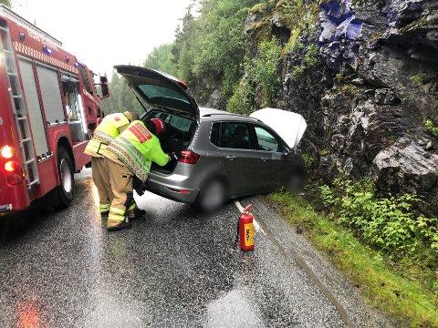 USKADD: Føraren av bilen blei frakta til legevakta, men verkar uskadd etter hendinga.