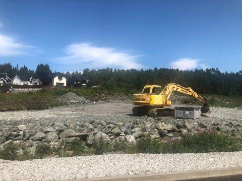 KLAGA PÅ GRAVEMASKINSTØY: Naboane i Espelandsfeltet på Skilbrei i Gaular.