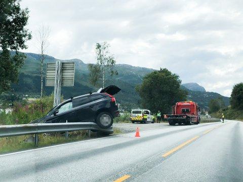 SAT FAST: Slik såg det ut på ulykkesstaden då bilbergar var på plass.