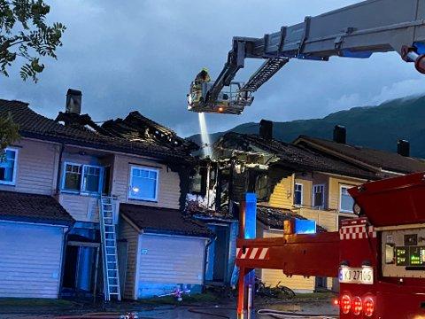 STORE SKADER: Brannen gjorde stor skade, og gav vanskeleg høve for etterforsking. Politiet måtte til slutt sjå at ein ikkje vil kunne finne brannårsaka.