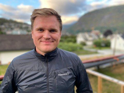 HEIMOM: Aleksander Øren Heen er heimom i Sogndal for å helsa på familien og koma vidare med oppussinga som må vera ferdig før han eventuelt reiser til Oslo. Men med denne målinga er det framleis eit ope spørsmål om han reiser.