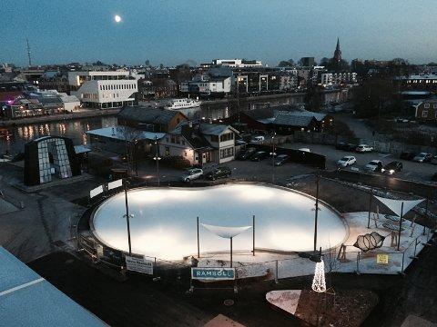 Isbanen skulle etter planen åpne fredag, men været forhindret baneåpning.