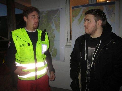 Johnny Larsen fra Fredrikstad Røde Kors Hjelpekorps og Cato Alfredsen da lørdagens leting ble avsluttet.