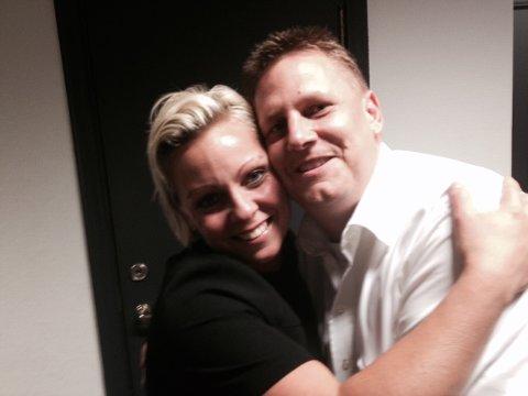 Fortsetter: Frederikke Stensrød og René Rafshol gir hverandre en klem etter overstått valgkamp. Foto: John Johansen