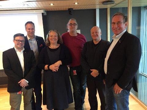Vil øke antall sykehjemsplasser: Flertallspartiene la frem sitt budsjett onsdag, fra venstre:  Atle Ottesen, Ap, ordfører Jon-Ivar Nygård (Ap), Camilla Eidsvold (SV), Jan-Kåre Fjeld (Bymiljølista), Erik Simens Larsen (Pp) og Hans Ek (Sp). (Foto: Øivind Lågbu)
