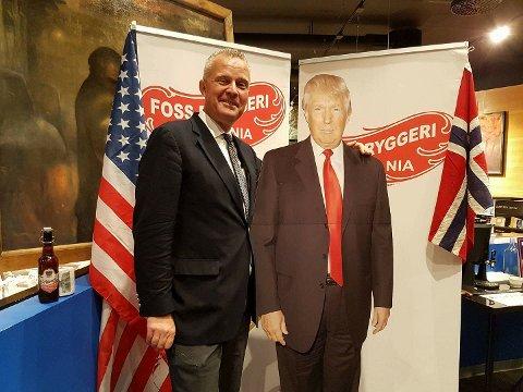 Fornøyd: Hans Jørgen Lysglimt Johansen er er Trump-tilhenger og er åpenbart fornøyd med nattens valgresultat i USA.