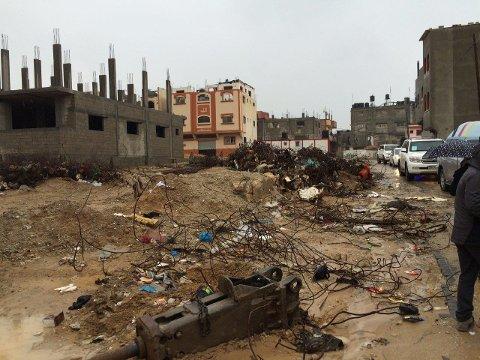 170.000 boliger ble helt eller delvis ødelagt av israelske bomber under den 51 dager lange krigen sommeren 2014. Gjenoppbyggingen er så smått kommet i gang, men vil ta 19 år med dagens tempo.