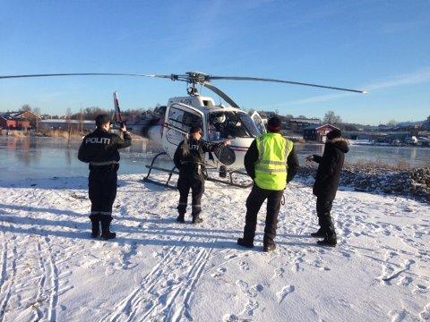 I løpet av natten har noen knust ruten på dette helikopteret som sto parkert på Gressvik.
