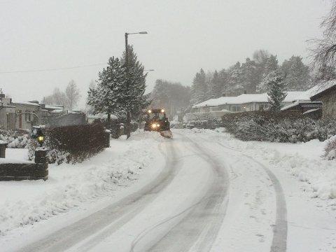 Mandag våknet Fredrikstads innbyggere opp til snø og sludd. Slik vil det fortsette utover dagen, men så blir det bedre.