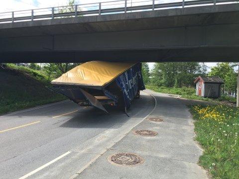 Traileren fikk store skader etter ulykken.
