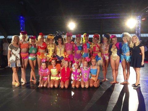 DANS: Det var en fornøyd gjeng fra Elite Dance i Fredrikstad som deltok på NM i Fjellhammarhallen på LillestrømFOTO: Privat