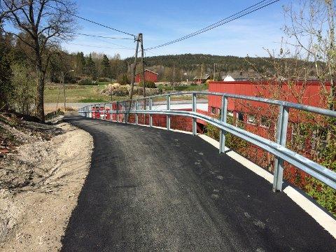 Ny gang og sykkelvei er nå åpnet bak Mascot-bygget.