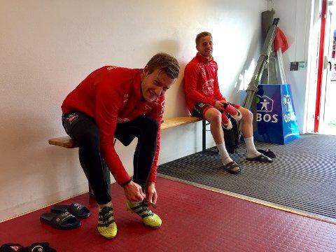 GODT HUMØR - TROSS ALT: Ulrik Flo og Ludvig Begby etter tirsdagens økt. Tross alvoret er smilet aldri langt unna.